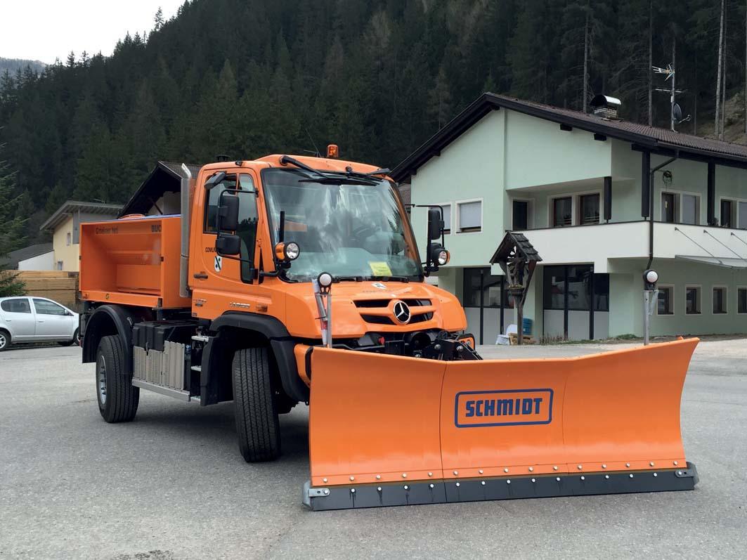 Primo Unimog 427  Euro 6 idrostatico  con 4 ruote sterzanti al Comune di La Valle in Badia