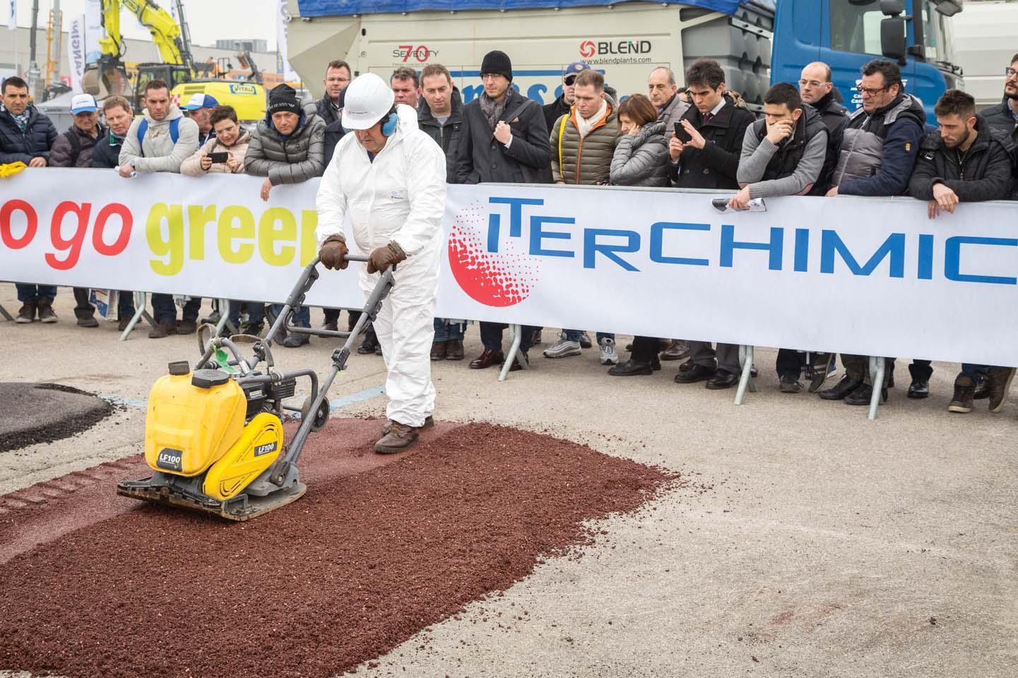 Dalla piste ciclabili alle strade, arriva il primo asfalto 100% green