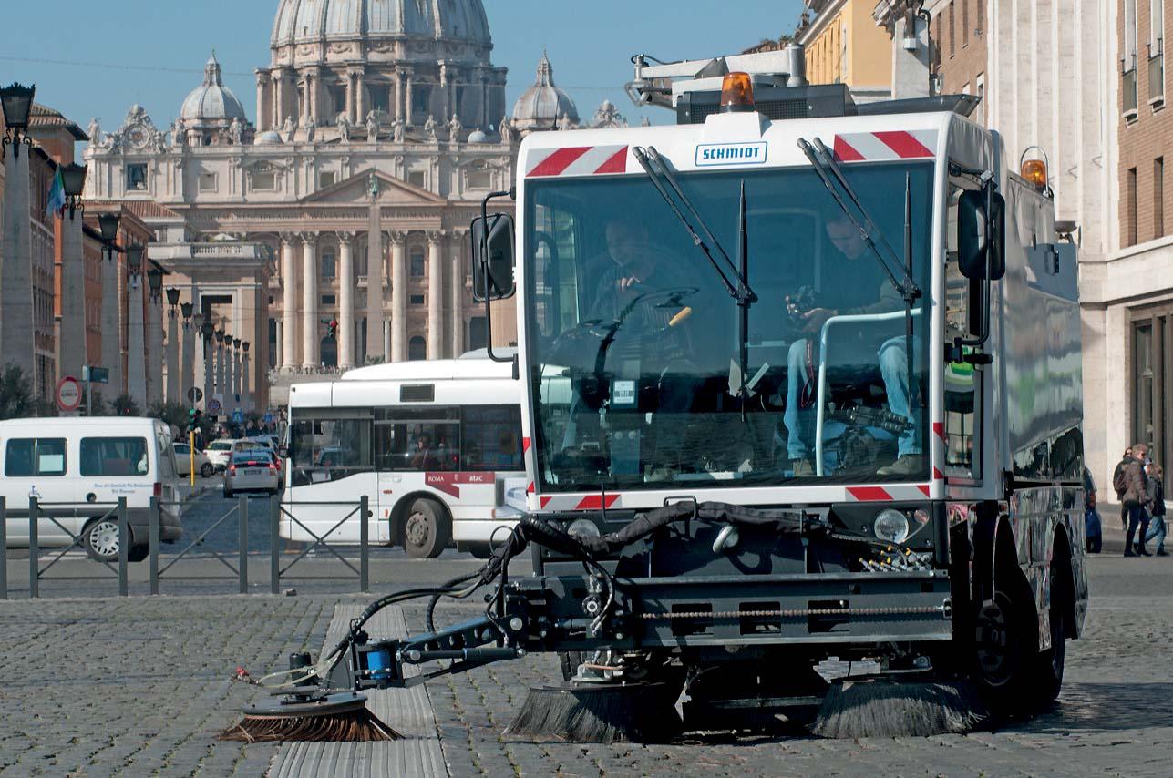 Aeroporti di Roma rinnova la fiducia a Schmidt: 9 spazzatrici aspiranti per gli scali di Fiumicino e Ciampino