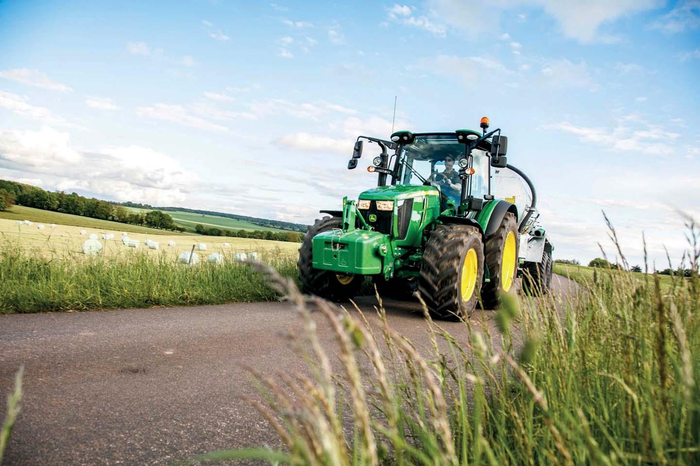 Nuovi trattori John Deere Serie 5R: più confortevoli,  più compatti e più efficienti