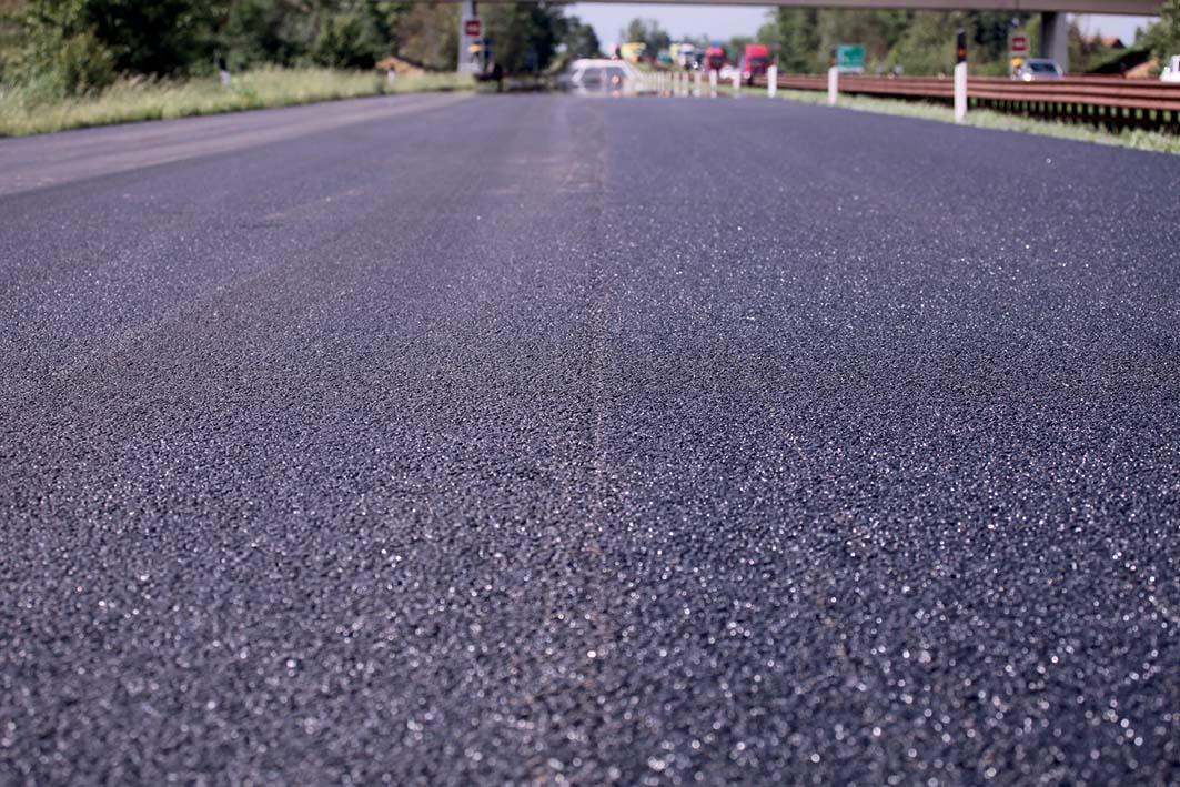 Buche e strade dissestate: la soluzione per le Amministrazioni Pubbliche dagli asfalti modificati con gomma riciclata