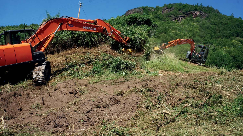Seppi M. trinciatrici per escavatori al lavoro sui pascoli delle Dolomiti